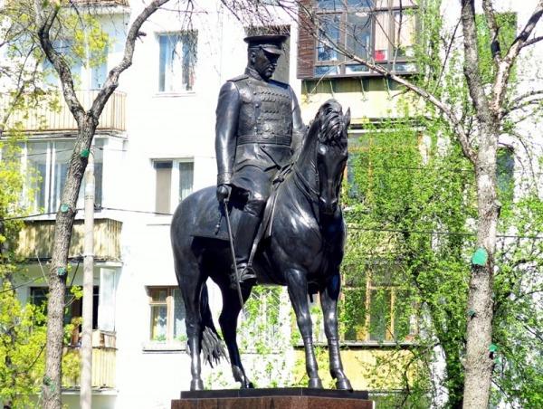 Памятник маршалу СССР Константину Рокоссовскому