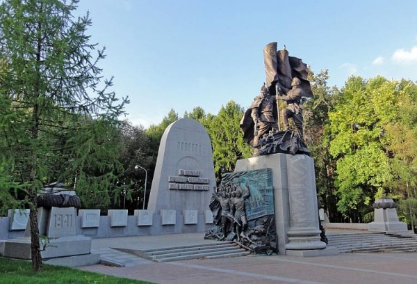 Памятник «В борьбе против фашизма мы были вместе»