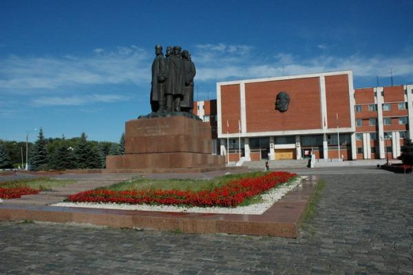 Монумент «100-летие Морозовской стачки»