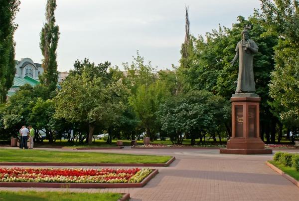 Памятник Алишеру Навои