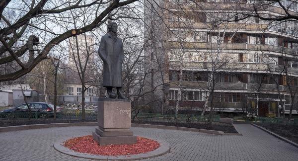 Памятник А.А. Блоку на ул. Спиридоновка