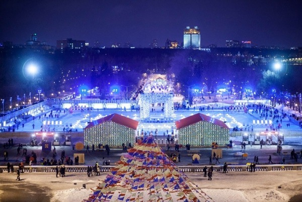 Ледовый городок в парке им. Горького