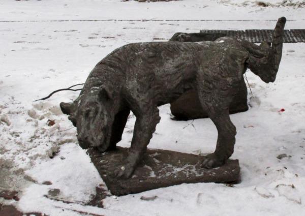 Скульпутра «Писающая собака»