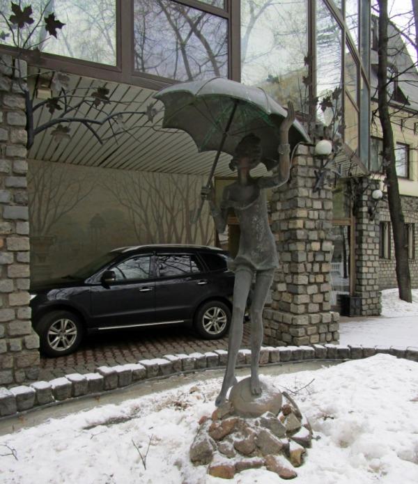 Фонтан «Девочка с зонтиком»