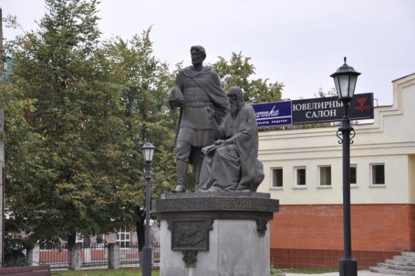 Памятник преподобному Савве Сторожевскому и князю Юрию Звенигородскому