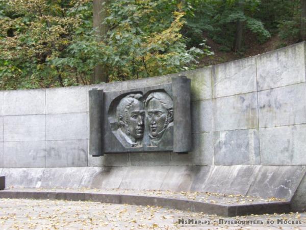 Мемориал на месте клятвы А.И. Герцена и Н.П. Огарёва