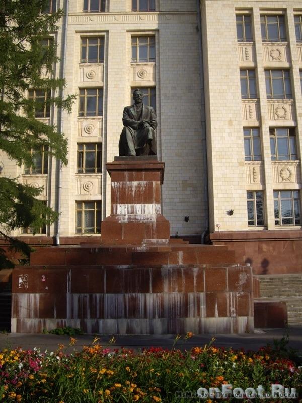 Памятник П.Н. Лебедеву