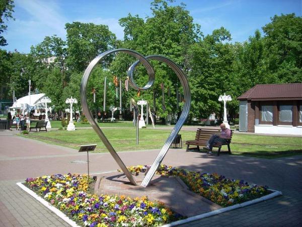 Памятник всем влюбленным «Серебряное сердце»
