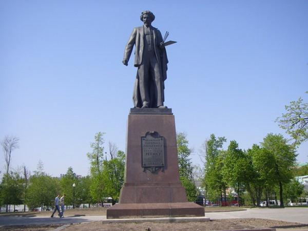 Памятник И.Е. Репину