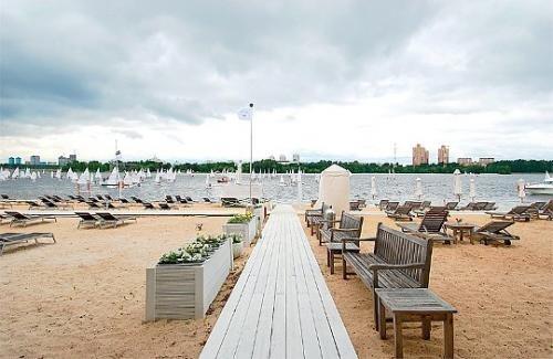 Песчаный пляж Beach Club