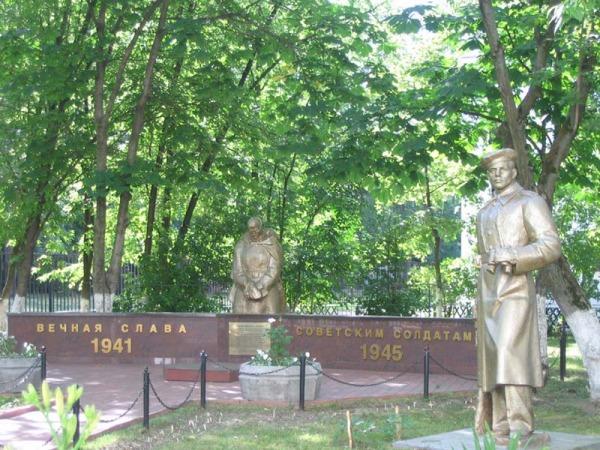 Мемориал Славы около школы №230