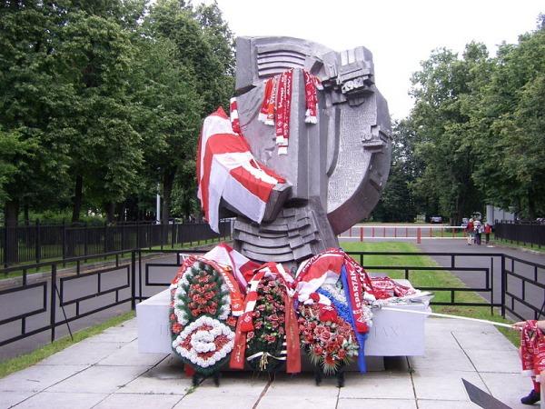 Мемориал болельщикам, погибшим 20 октября 1982 года в Лужниках