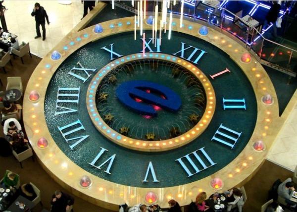 Фонтан «Часы» в ТРК «Европейский»