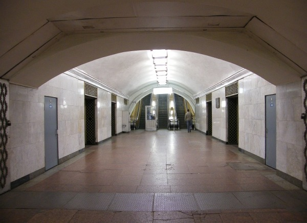 Станция лубянка дырки в стенах