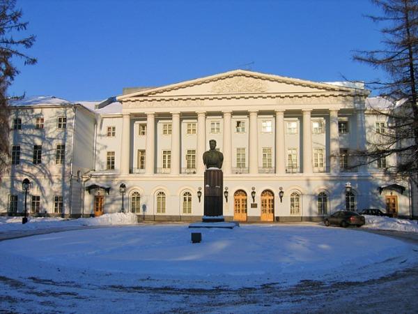 Бюст М.В. Фрунзе на Суворовской площади