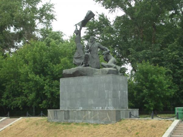 Памятник «Героям – дружинникам, участникам баррикадных боев на Красной Пресне»