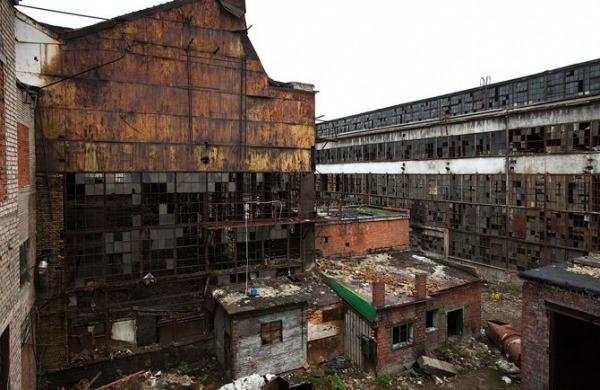 Заброшенный завод имени Лихачёва (заброшена часть завода)