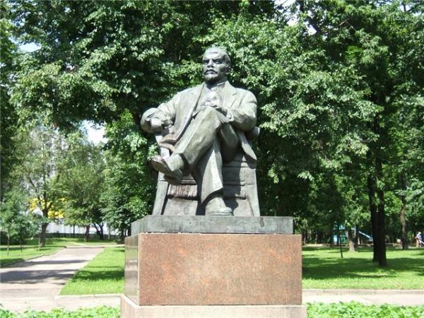 Памятник В. И. Ленину в «Сквере 1905 года»