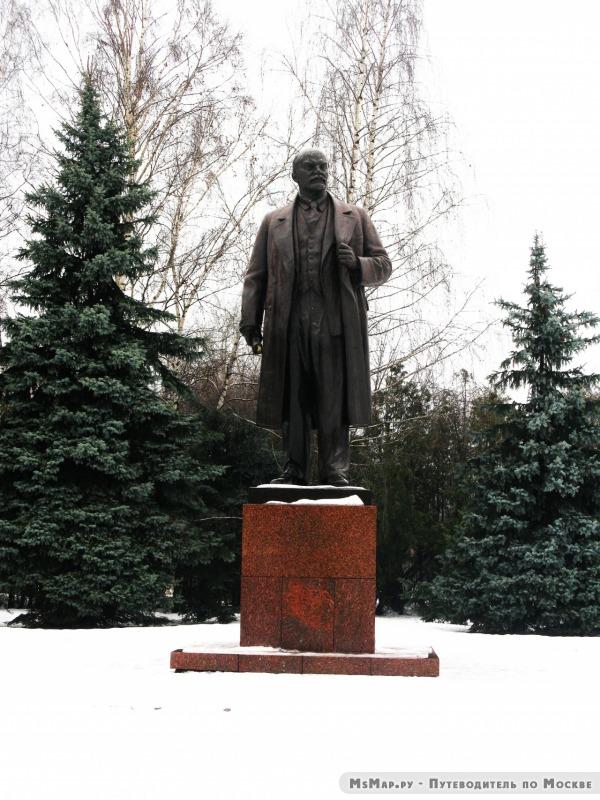 Памятник В. И. Ленину на Лиственничной аллее