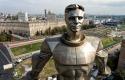 Памятник Юрию Гагарину на площади Гагарина