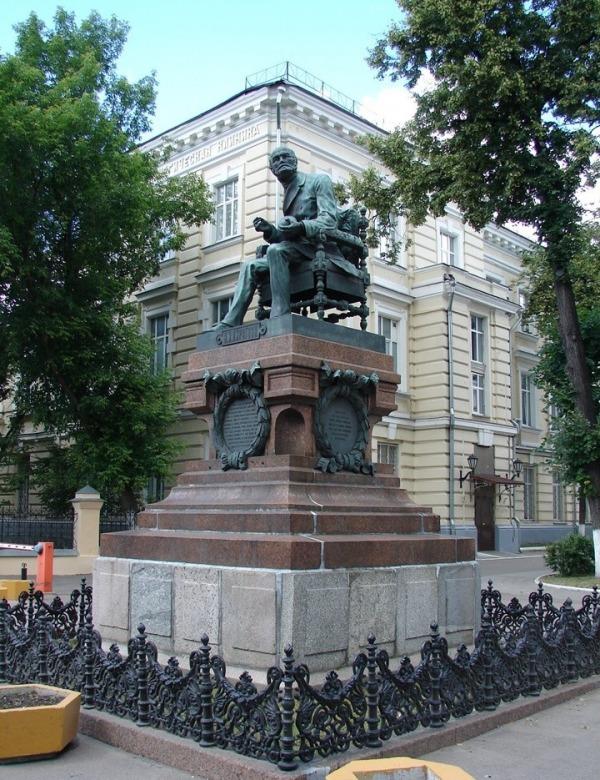 Памятник Николаю Ивановичу Пирогову
