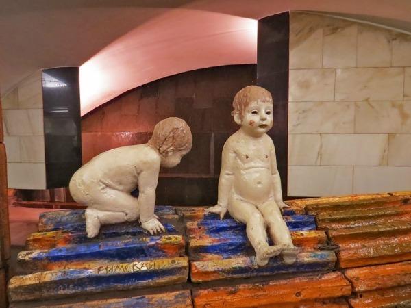 Памятник Ромулу и Рему на станции «Римская»