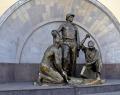 Скульптура «Метростроевцы»