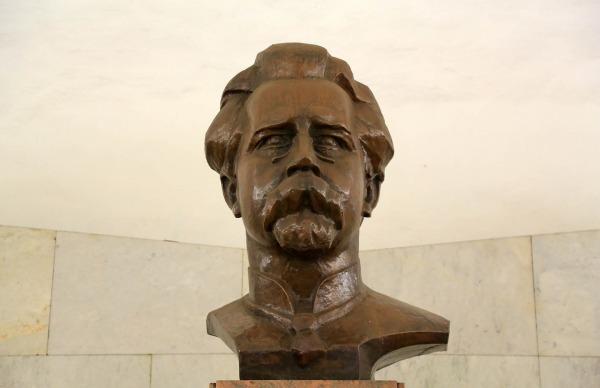Памятник В.П. Ногину на станции «Китай-город»
