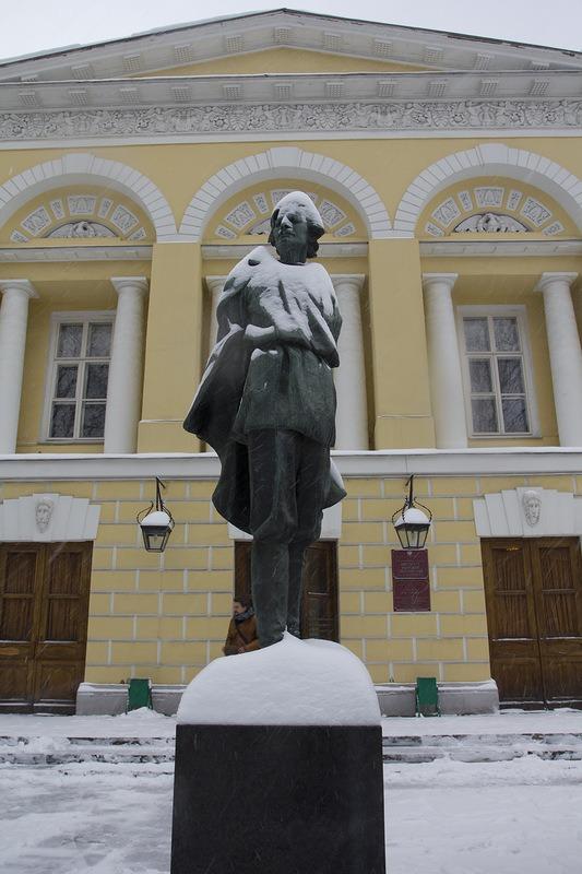 Памятник А.М. Горькому во дворе здания Института мировой литературы РАН