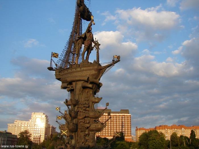 Памятники в москве к 300 летию рисунки на памятники надгробные гомель