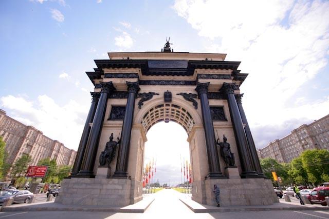Памятники москвы триумфальная арка изготовление памятников в таганрог автостекол